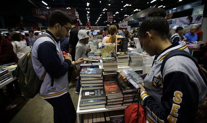 Coleccionistas presentan exhibición en honor a los libros