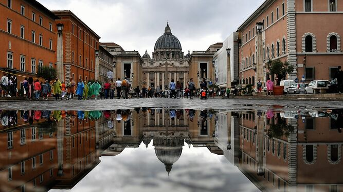 Escándalo en el Vaticano por 'transacciones ilegales' en compras inmobiliarias